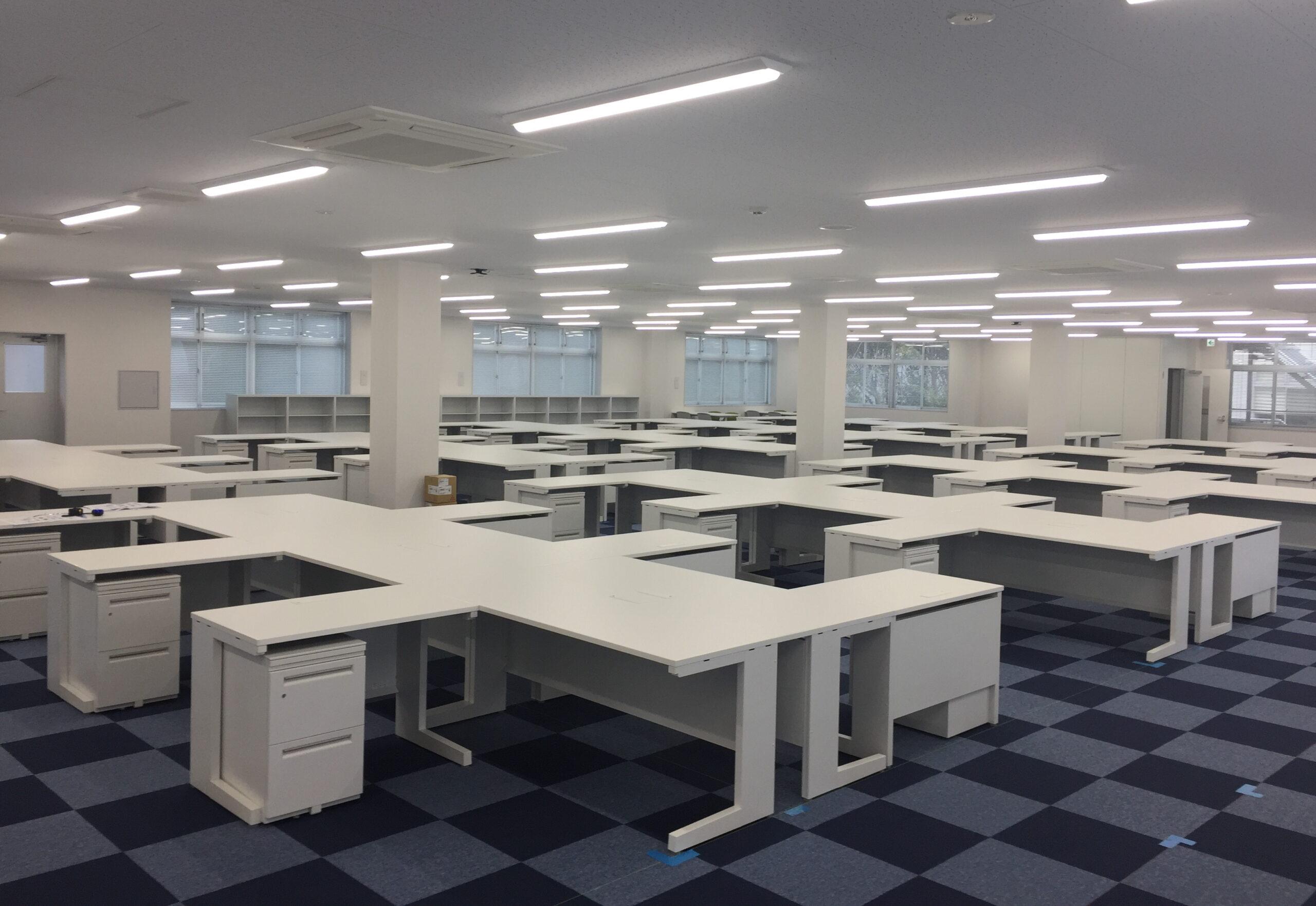 執務室・食堂・会議スペースなどに什器を納めさせていただきました。